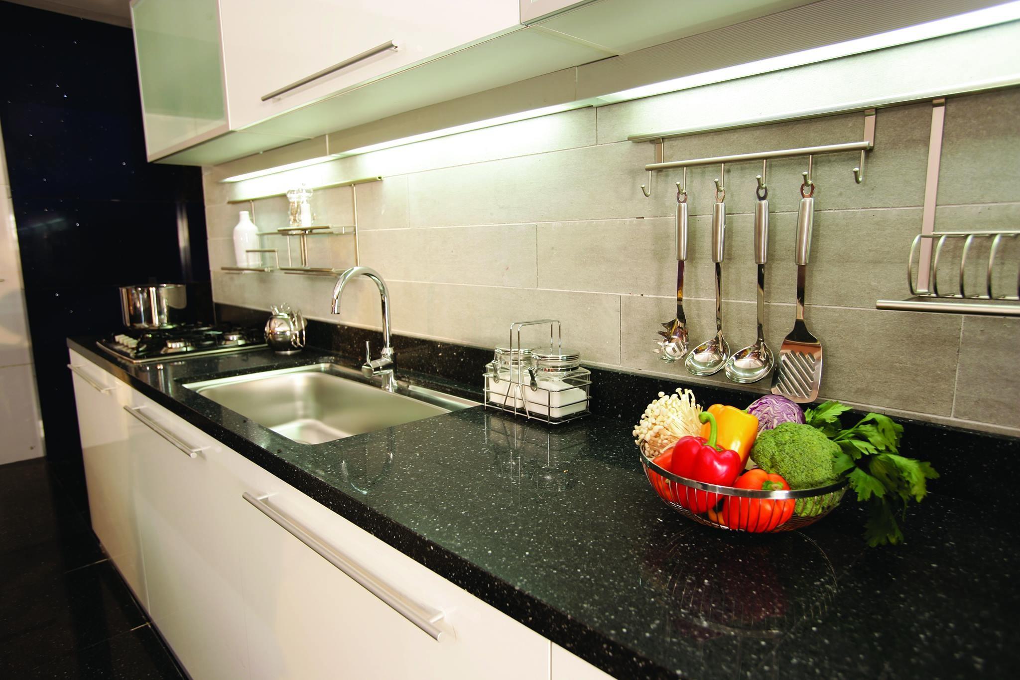 Koyu renkli modern bambu mutfak dolab modeli moda dekorasyonlar - Siyah Mutfak Tezgah Fiyatlar