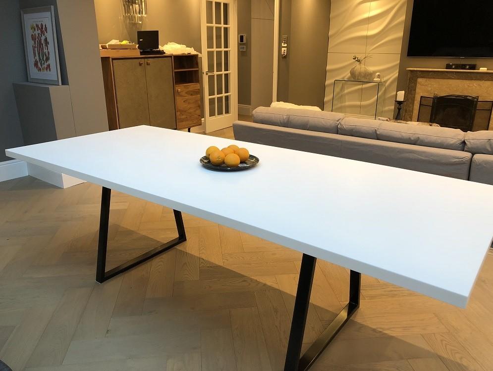 Avrupa Konutları Corian Mutfak Masası